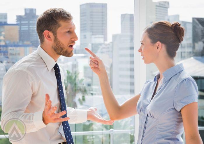 Giấc mộng cãi nhau với đồng nghiệp ý muốn nhắc nhở người mộng nên hạn chế tối đa việc cãi vã