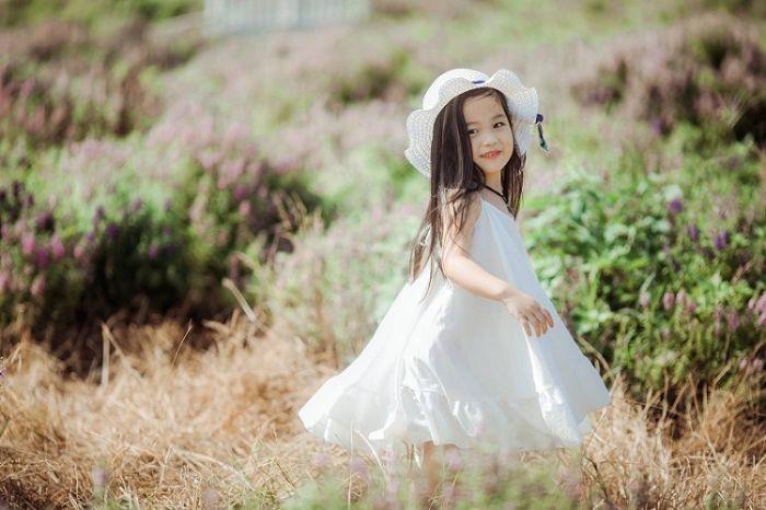 Giải mã nằm mơ thấy em bé gái có điềm báo gì?