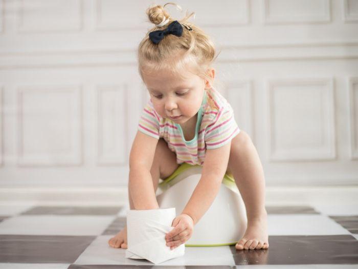 Hình ảnh em bé ị không có mùi thối cho thấy có đối tượng nào đó đang muốn thanh danh của bạn bị ô uế
