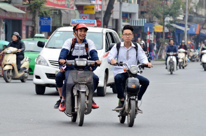 Nằm mộng thấy chạy xe máy đi học chứng tỏ bạn là người khá gan góc và ương bướng