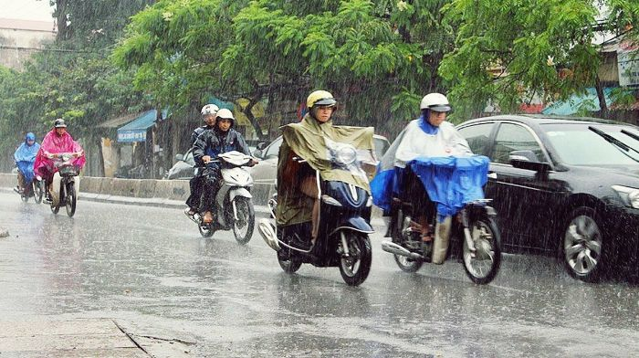 Nằm ngủ thấy chạy xe máy dưới trời mưa chứng tỏ bạn khá lãng mạn và yêu đời