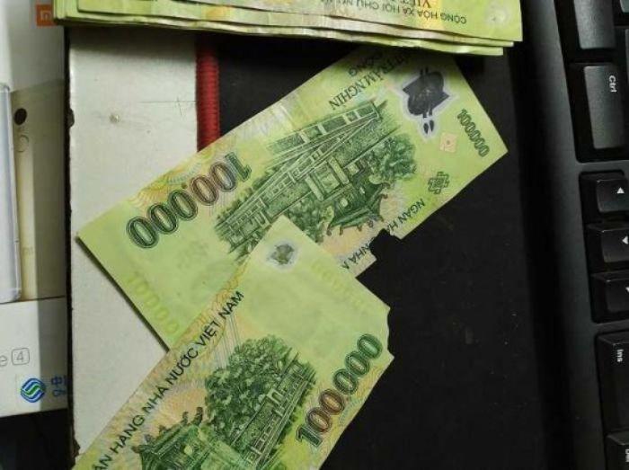 Chiêm bao thấy tiền 100 nghìn bị rách đánh các số 27 - 35