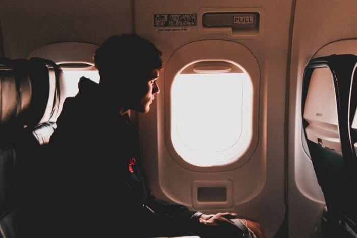Nằm ngủ thấy ngồi trên máy bay