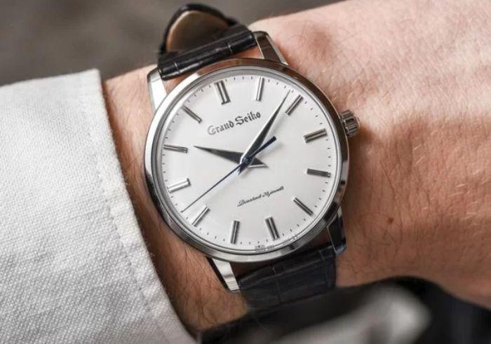 Mơ thấy đồng hồ đeo tay đánh con gì có thể phát tài?