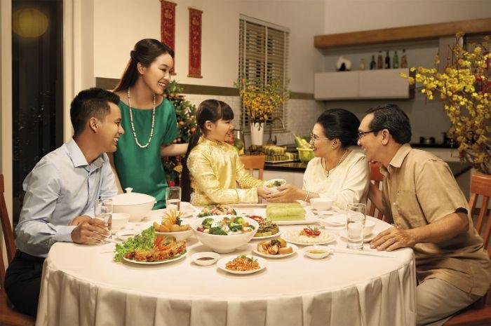Mơ thấy ông bà nội ăn cơm với nhau là điềm báo về may mắn