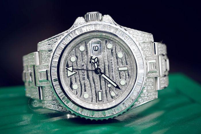 Chiêm bao thấy chiếc đồng hồ sang trọng được đính kim cương đánh số 37 - 28