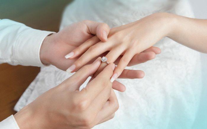 Nhẫn kim cương được các cặp đôi trao cho nhau nhằm thể hiện cho tình yêu vĩnh cửu