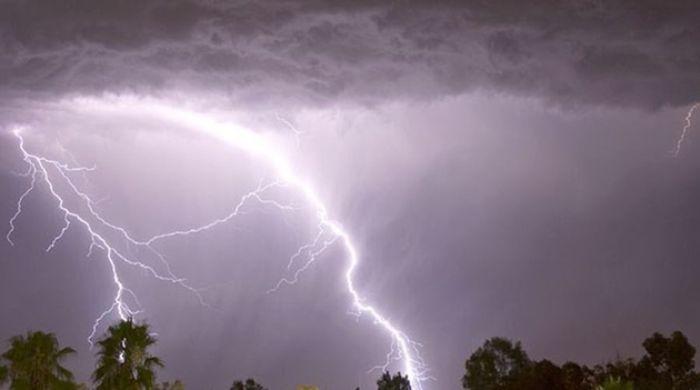 Hiện tượng cực đoan mưa và sấm chớp cho thấy cuộc sống của bạn đang gặp nhiều bế tắc