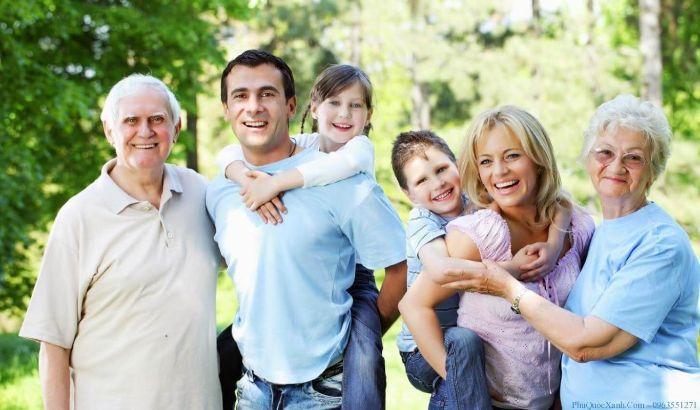 Chiêm bao thấy đi du lịch với một người già chứng tỏ bạn có sự kính trọng đặc biệt với những người lớn tuổi