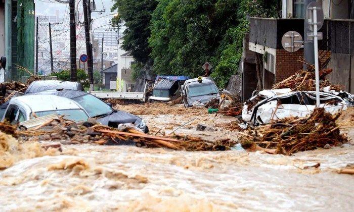 Lũ lụt cuốn trôi mọi thứ là điềm báo bạn đang có ý định thay đổi công việc