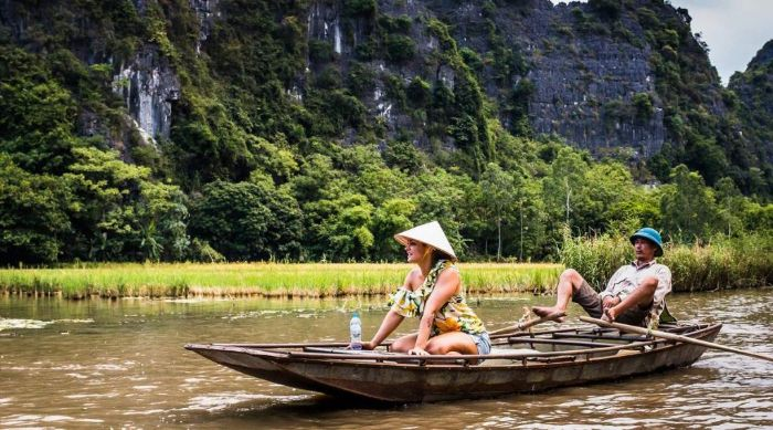Ngủ mơ thấy bản thân đang đi thuyền trên sông đánh cặp số 18 - 53