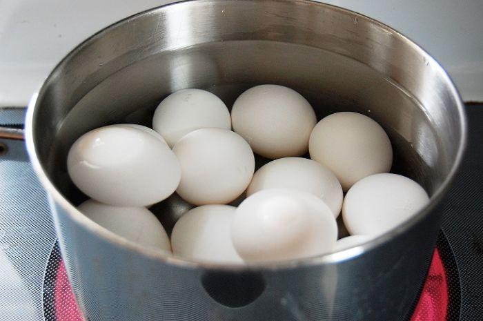 Ngủ mơ thấy mình luộc nhiều trứng để ăn là một giấc mơ mang đến những điều tốt lành
