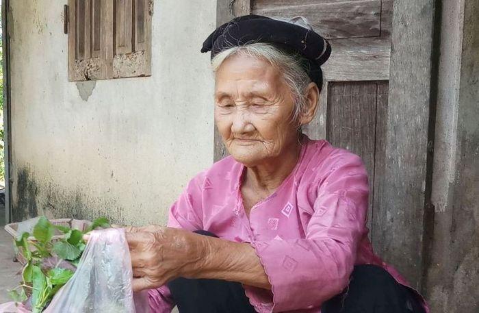 Ngoài bố mẹ thì người gần gũi và thân thiết nhất với chúng ta không ai khác là bà nội