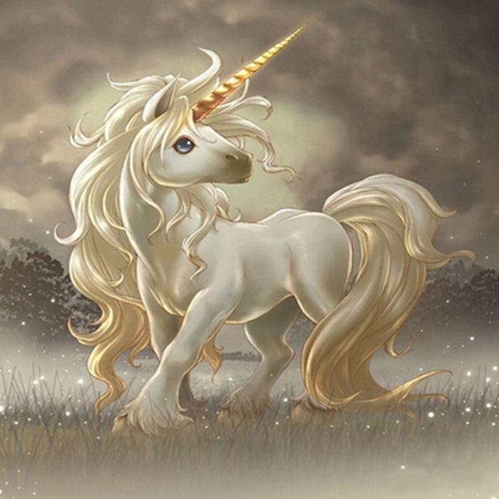 Là một trong tứ linh, Kỳ lân là sinh vật có đầu rồng, thân ngựa và không có thực