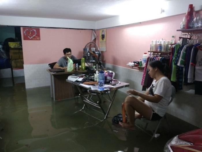 Mộng thấy nước tràn vào nhà có điềm gì?