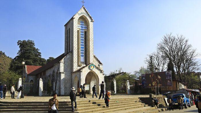 Nhà thờ được xem là nơi tôn nghiêm, thờ cúng tổ tiên, cầu nguyện của người theo tôn giáo khác nhau