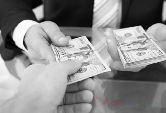 Trả tiền hay trả nợ là hoạt động mà người nhặt được hoặc đi vay hoàn tiền cho chủ nhân khoản tiền đó