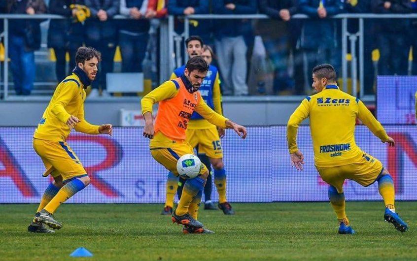 Soi kèo Frosinone vs Cosenza lúc 03h00 ngày 21/11/2020