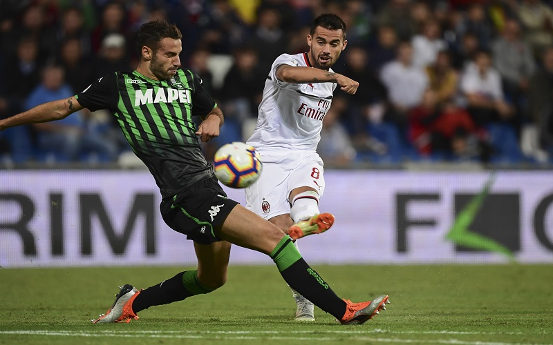 Soi kèo Sassuolo vs Milan lúc 21h00 ngày 20/12/2020