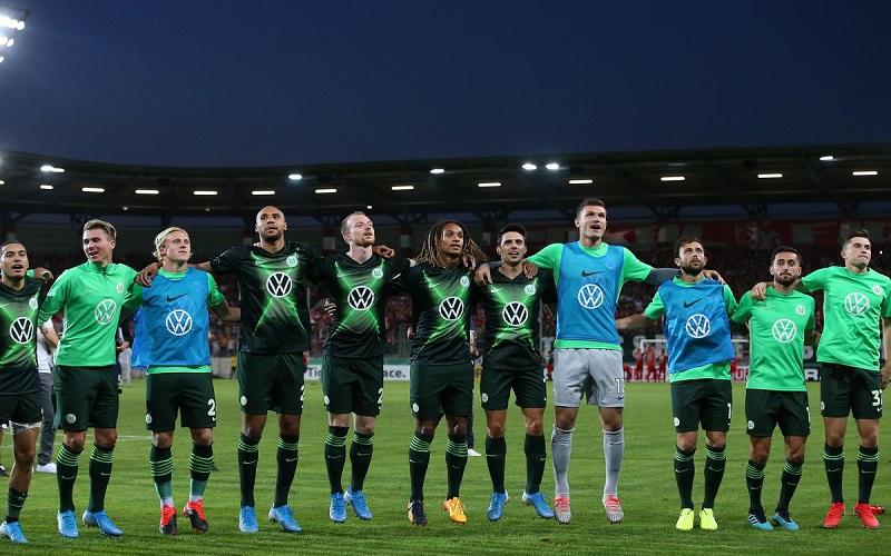 Soi kèo Wolfsburg vs Frankfurt lúc 02h30 ngày 12/12/2020