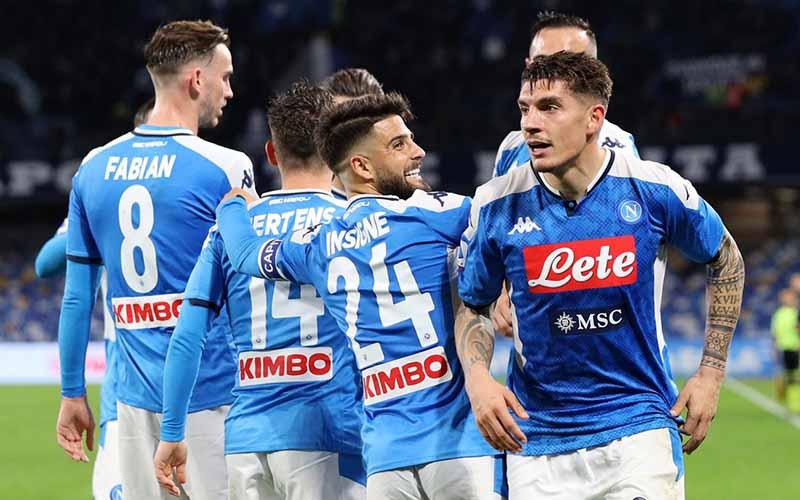Soi kèo Napoli vs Spezia lúc 3h00 ngày 29/1/2021