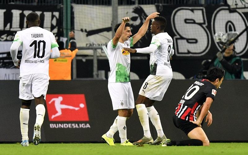 Soi kèo Wolfsburg vs Gladbach lúc 00h00 ngày 15/2/2021