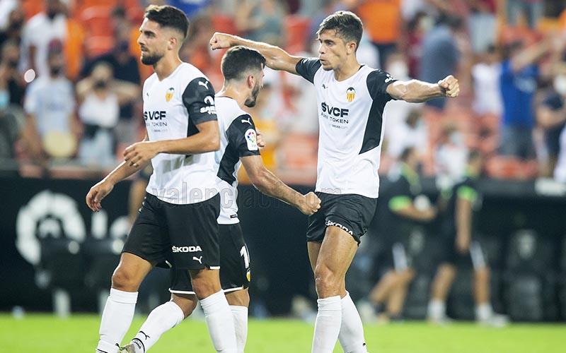 Soi kèo Valencia vs Alaves lúc 3h15 ngày 28/8/2021