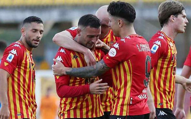 Soi kèo Benevento vs Lecce lúc 1h30 ngày 11/9/2021